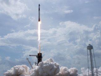 SpaceX Falcon 9 roketinin kalkış anı fotoğrafı