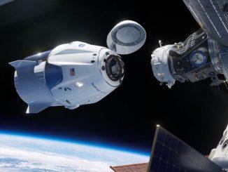 SpaceX Crew Dragon kapsülü'nün Uluslararası Uzay İstasyonu'na kenetlenme anı görseli
