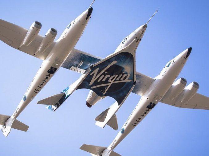 Virgin Galactic'a ait bir uçağın fotoğrafı