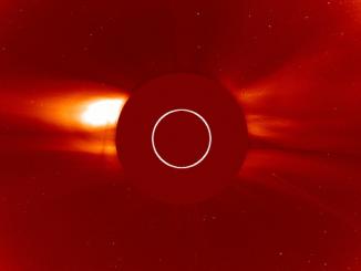 Güneş'e doğru giden bir kuyruklu yıldız fotoğrafı