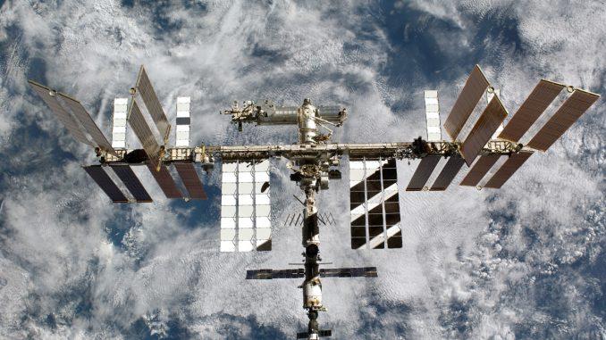 uluslararası uzay istasyonunun fotoğrafı