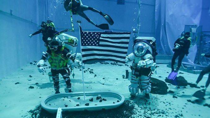 Yeni astronot kıyafetleri görseli