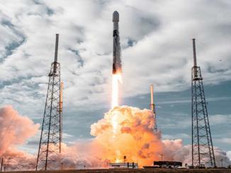 falcon 9 roketinin fırlatılma anı