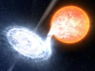 kara deliğin kırmızı dev yıldızı yutması